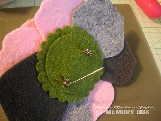Felt flowers b'day step 5