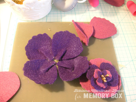 Felt flowers b'day step 9