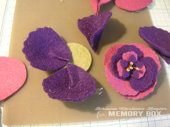 Felt flowers b'day step 8