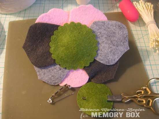 Felt flowers b'day step 4