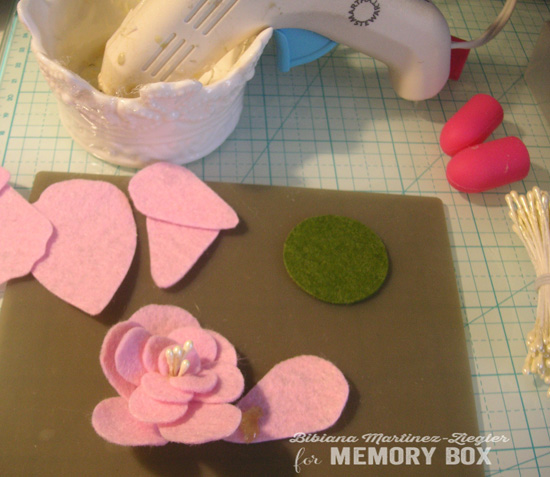Felt flowers b'day step 2