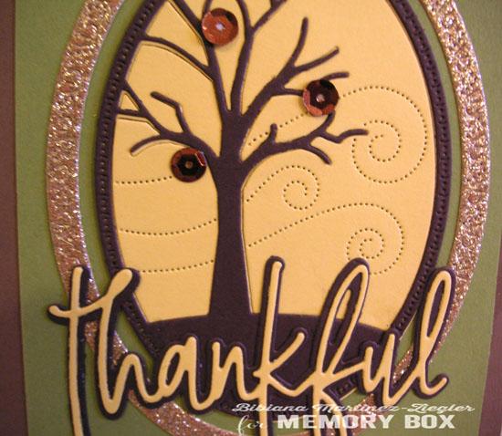 Fall agradecida tree detail